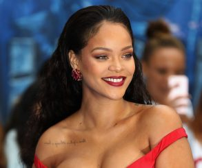 Rihanna Sues Own Father Over Brand Name